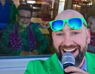 VIDEO. Polonaise in het rusthuis! Ambiancegroep verrast oudjes met swingend liveoptreden