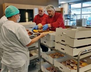 """Angelo schenkt 800 taartjes aan ziekenhuis: """"Dit is maar een kleine gift in vergelijking met wat jullie deden voor mijn zoon"""""""
