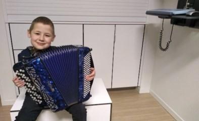 Leukemiepatiënt Wout (11) brengt live accordeonconcert