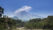 Merapi-vulkaan in Indonesië spuwt as 5 kilometer hoog