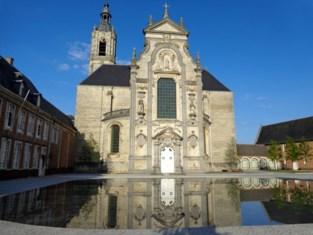 Parkeerverbod aan abdij Averbode omdat er te veel bezoekers komen wandelen