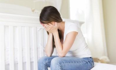 """Vroedvrouwen vrezen meer postnatale dipjes door coronavirus: """"Ouders kunnen hun geluk veel moeilijker delen"""""""