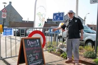 Absurde situaties aan de Nederlandse grens: Een brood halen bij de bakker? Eerst even bellen aan het hek