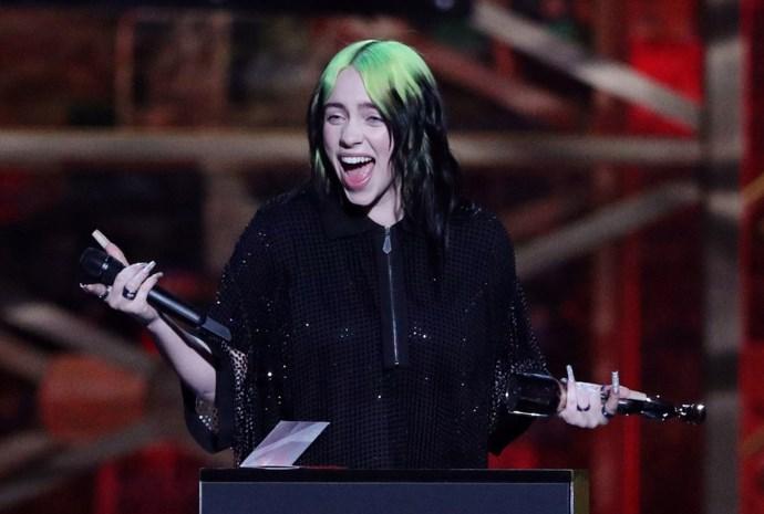 """""""Alsof Billie Eilish rond je stapt"""": zo werkt de 'nieuwe' 8D-muziek die het internet verovert"""