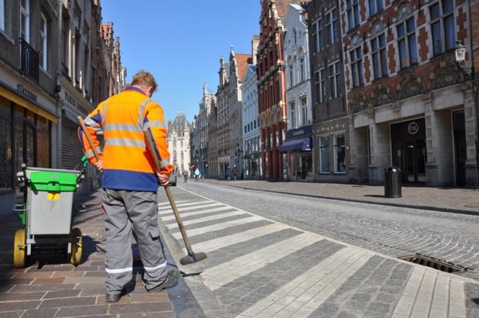 """Tonnen afval op drukke dagen, maar nu is hier geen vuiltje aan de lucht: """"Stadsdiensten hebben pak minder veegwerk"""""""