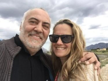 """Vlaming (57) woont in coronavrij Spaans dorpje: """"Na de boodschappen springt mijn vrouw in de douche"""""""