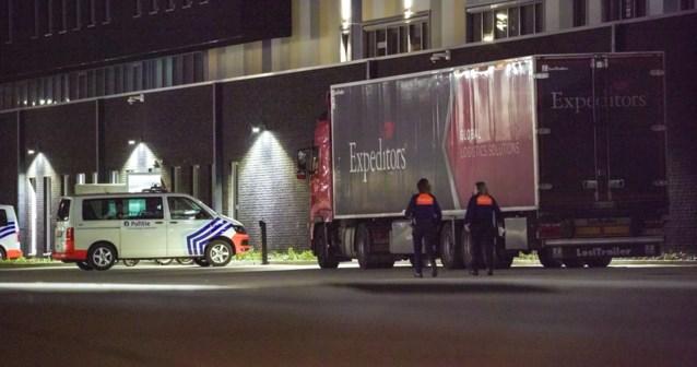 Politie haalt in Hasselt vijf transmigranten uit laadruimte van vrachtwagen