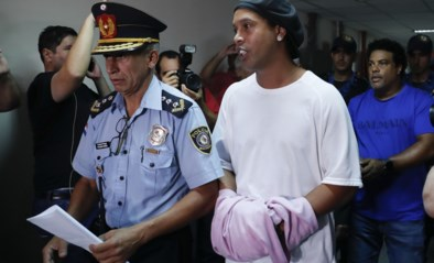 """De befaamde glimlach van Ronaldinho vergaat stilaan in de gevangenis: """"Hij is diep bedroefd, er is daar geen luxe"""""""