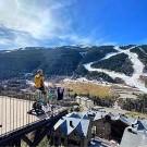 Robert Gesink resideert in Andorra en heeft dus een majestueus uitzicht op de Pyreneeën, alleen moet hij voor zijn trainingen braafjes op zijn terras blijven