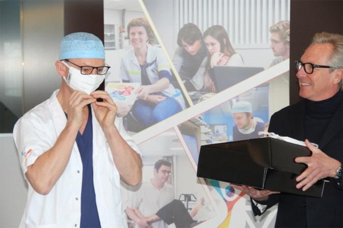 Koninklijke modemaker maakt stijlvolle mondmaskers voor ziekenhuis uit geboortestreek