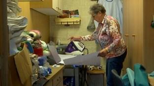 Verpleegster Jana uit Tienen schakelt haar oma in om ziekenhuisschorten te naaien