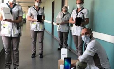Simon Mignolet schenkt tablets aan ziekenhuis in Sint-Truiden