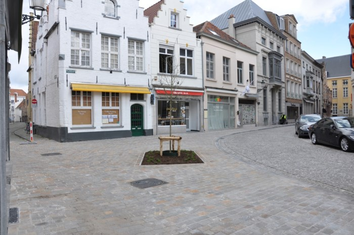 Lichtpuntje voor lokale handelaars: gezellig pleintje zit in het nieuw