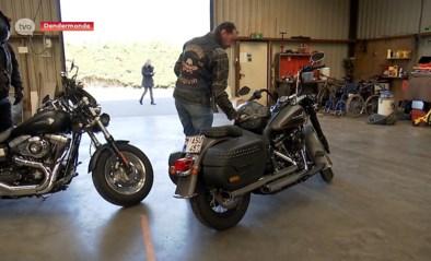 Stoere bikers met het hart op de goede plaats schenken smak geld aan ambulancedienst