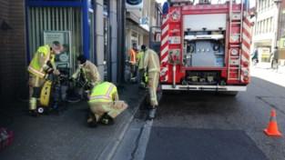 Flatbewoonster gewond nadat ze brandende frietketel wegsleept