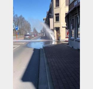 Water spuit metershoog uit de grond