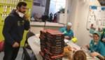 """Ondernemer schenkt honderd Turkse pizza's aan verplegers en dokters: """"Enorm veel respect voor hen"""""""