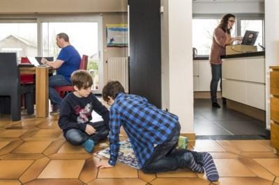 Kwart thuiswerkers noemt zich 'minder productief' dan op kantoor, één op zes ervaart meer stress