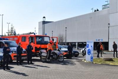 Politie en brandweer eren artsen en verpleegkundigen AZ Sint... (Zottegem)  - Het Nieuwsblad Mobile