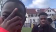 Nederlands international Quincy Promes moet door het stof na wedstrijd op pleintje