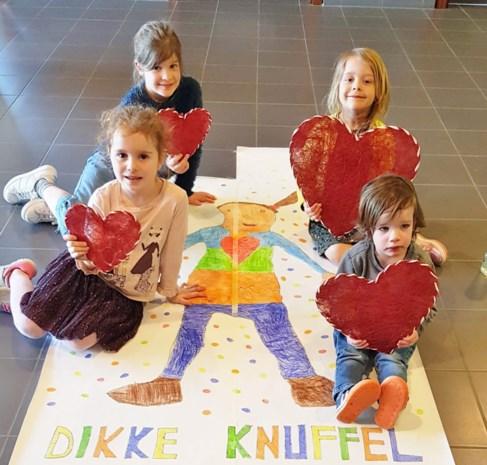 Leerlingen in 'coronaopvang' tekenen voor bewoners en personeel woonzorgcentrum