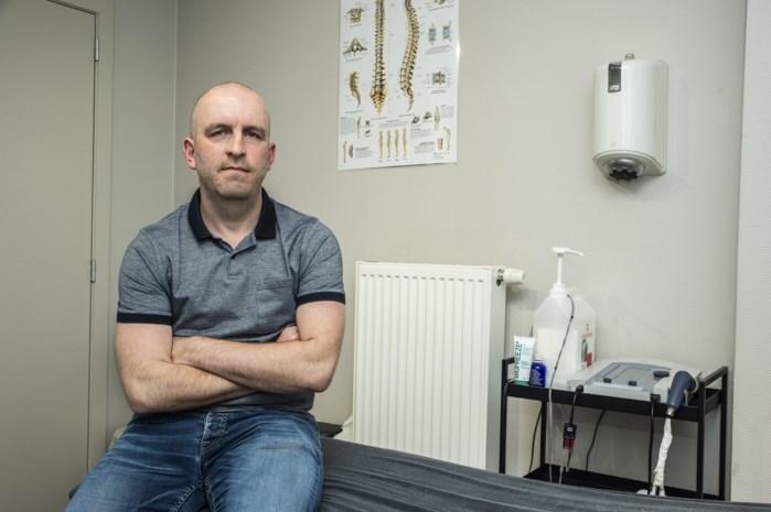 """Kinesist Steven gaat nog langs bij patiënten voor noodzakelijke behandelingen: """"Anders zitten die mensen straks in een rolstoel"""""""