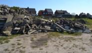 Voetbalploeg is slachtoffer van gesloten recyclageparken: vrachtwagen steenpuin op verlaten parking gestort