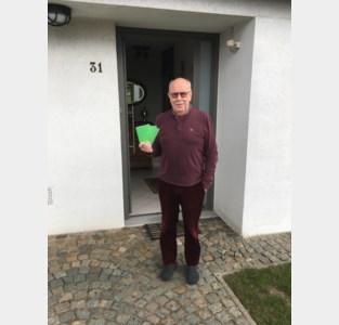 Dirk (77) verkoopt zijn limericks voor Kinderkankerfonds