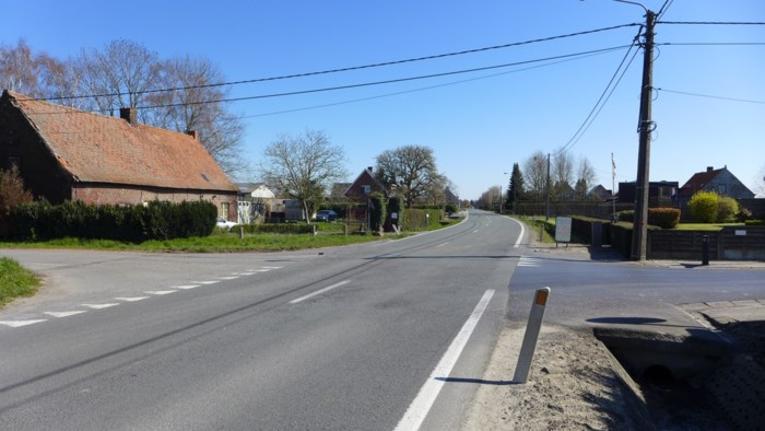 Fietser (73) in levensgevaar na botsing op kruispunt