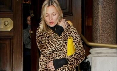 Kate Moss verkoopt iconische jas voor goed doel