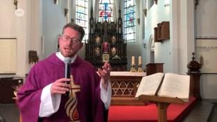 Priester zet preken online
