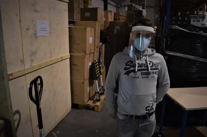 """60.000 broodnodige mondmaskers staan klaar, maar douane houdt ze tegen: """"Terwijl er zo veel nood is aan dergelijk materiaal"""""""