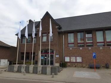 Ook gemeentelijke gebouwen hangen witte vlag uit