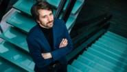 """'Terzake'-journalist Pieterjan De Smedt over zijn job, de politiek en de coronacrisis: """"Als mijn vrouw me geen bericht stuurt, weet ik dat het niet zo goed was"""""""