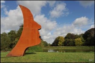 Kunstwerk 'Proud' staat nu in Knokke... maar ook nog in het Park van Beervelde