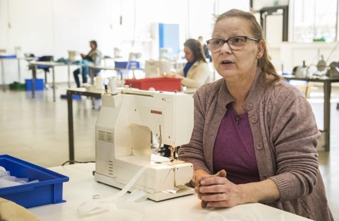 """Turnhouts maatwerkbedrijf maakt medisch materiaal: """"Met mondmaskers en schorten maken wij verpleegsters blij"""""""