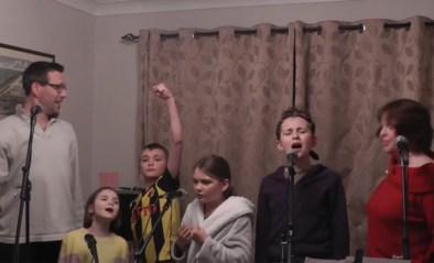 Familie in isolatie ventileert klachten met eigen versie van 'One day more' uit Les Misérables