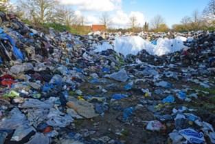 Enorme berg afval raakt maar niet opgeruimd: buurt vreest nu rattenplaag