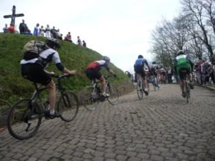Politie controleert fietsers op Muur en Denderjaagpad