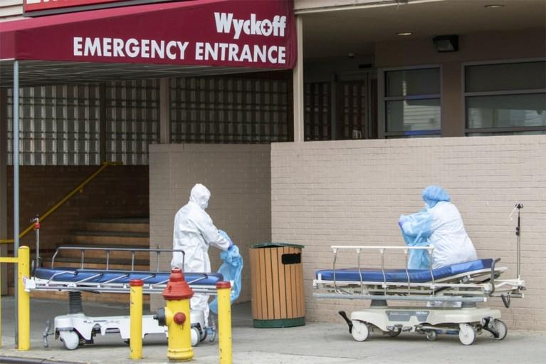 Ziekenhuispersoneel New York dumpt beschermend materiaal in openbare vuilnisbak