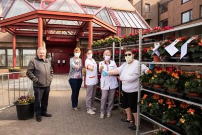 Fleurig schouderklopje voor rusthuisbewoners en personeel