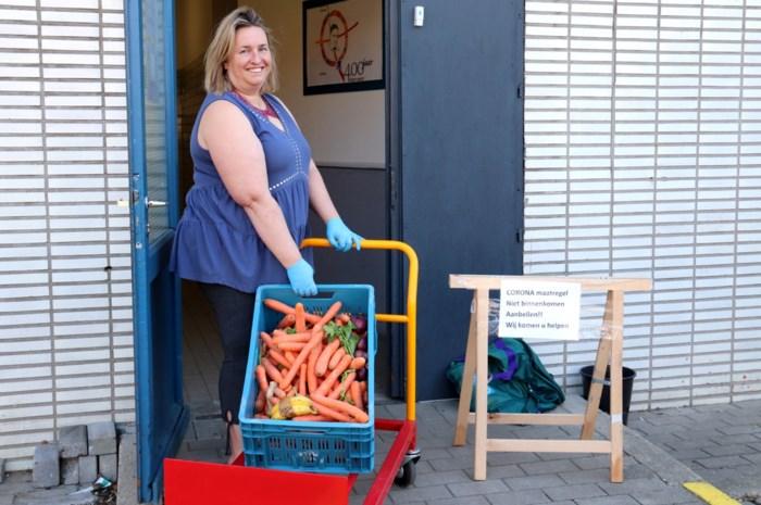 """Evy coördineert voedselbedeling voor wie dat nodig heeft: """"Vooral de kinderen liggen me na aan het hart"""""""