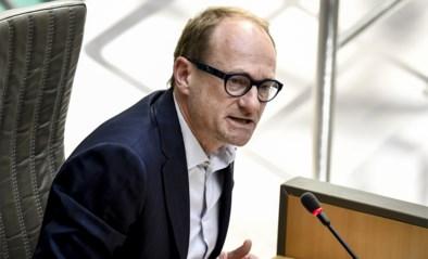 """Nieuwe richtlijnen van onderwijsminister Ben Weyts: """"Leerlingen werken maximaal 4 uur per dag voor school, ouders beperken begeleiding best tot 2 uur per week"""""""
