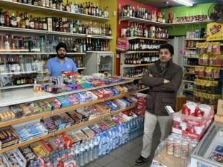 """Nachtwinkeliers getuigen: """"Sommige klanten houden afstand, anderen gebruiken social distancing om voor te steken. Vaak hebben ze gedronken"""""""