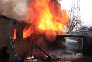 Onderhoudswerken aan motor lopen helemaal mis: garage uitgebrand, woningen nipt gevrijwaard
