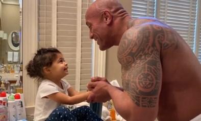 Dwayne 'The Rock' Johnson heeft eigen wijze om dochter handen te laten wassen, en het resultaat is aandoenlijk