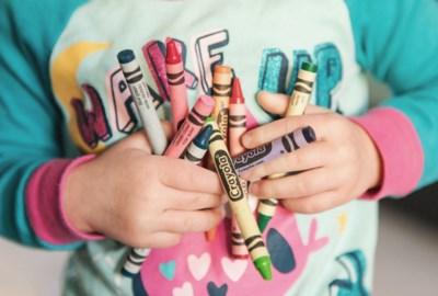 Stad voorziet spelpakketten voor kwetsbare gezinnen in lockdown