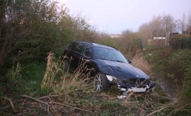 BMW schuift van snelweg in Deerlijk en belandt meters dieper in de berm