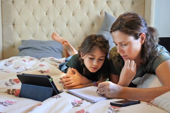 """Pedagogen scharen zich achter advies dat ouders niet meer dan 2 uur per week hoeven bezig te zijn met schoolwerk: """"Anders is het gewoon niet houdbaar"""""""