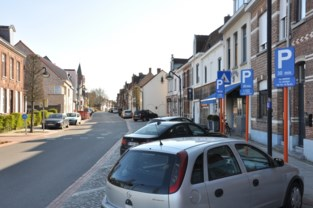 """Deze historische stad zoekt modern alternatief voor parkeerkaart: """"Sensoren, camera's of aftelklok"""""""